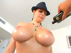 Gianna Michaels makes oiled up porn