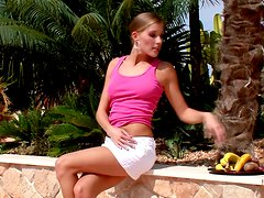 Latika feeds bananas to her hot pussy in the garden