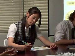 Japanese babe takes an extra class to please him