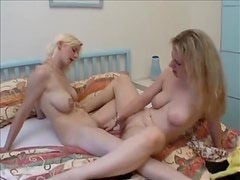 Natural blonde nymphos share a double dildo