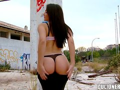 Valentina Nappi shows off her terrific butt and enjoys some fervent banging