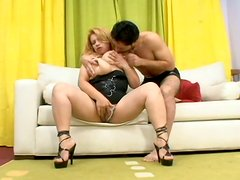 Sextractive juicy milf Layza gives a zealous blowjob