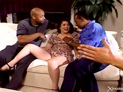 Curvy wife does interracial double penetration