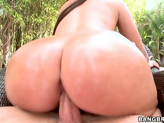 Ava Alvares's big ass looks so delicious, when its oiled