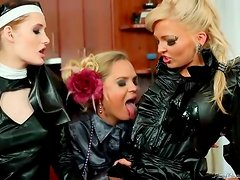 Foursome fuck video ends in a messy pissing session