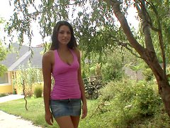 Zafira pleases herself with fingering in the garden