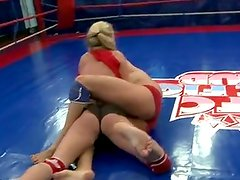 Dorina golden and Melissa ria fighting inside the ring