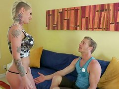 Blonde chick Christy Mack facesits her victim after he's done cleaning