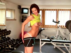 Charming chick Demi demonstrates her amazing fit body in a gym