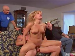 Wife takes creampie in her cunt from another man