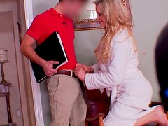 Hot tempered wifey gives a head to young delivery boy