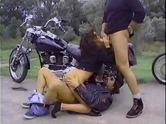 Motociclista - Biker dudes fuck this slut outdoors