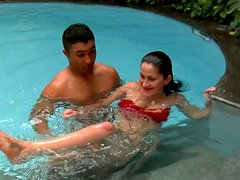 Buxom slutty brunette Bia Marques seduces a man for having sex in the pool