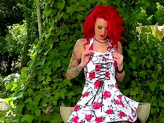 Amazing pink-haired babe Becky Holt demnstartes her