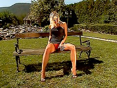 Wivien fucks her pussy with a realistic dildo in the garden
