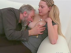 Two fellas call for a slut to have threesome banging