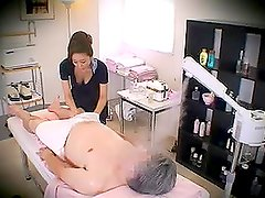 Cámaras escondidas - Massage parlor hidden camera with a sexy Japanese woman