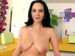 Mature brunette lady is really good in footjob, she makes in a tender way