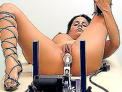 A hot brunette gets her pussy fucked by a fucking machine