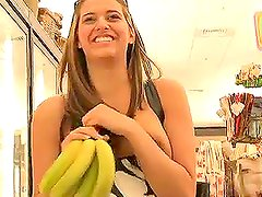 Patricia buys a few bananas and goes home to play with them