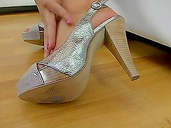 Gorgeous Mayan babe gives an excellent footjob