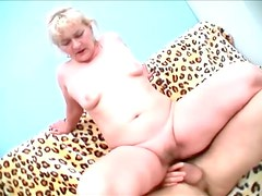 Mature on top takes cock in hot cunt