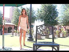 Nice Rileyr makes amazing erotic show in the street