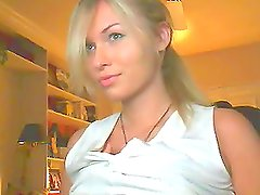 Amazing Barbie-Face Babe On Her Webcam