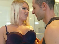 Horny blonde bitch Lucy Heart seduces the guy and takes his hard prick in her asshole