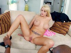 Jessica Nyx produces much juice while riding a black rod
