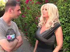 Astonishing blonde mommy Isabella Rossa receives cunnilingus from Ralph Long