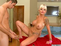 Sporty tattooed blondie Delta White gets fucked doggy near the mirror