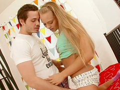 Wondrous bright chick Willa repays for cunnilingus with a blowjob