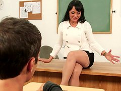 Sexy brunette teacher Mahina Zaltana gets cunnilingus from her former student
