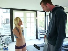 Sporty blonde chick Caprice Capone giving a head at the gym