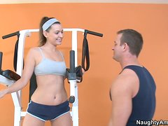 Deporte - Victoria Lawson gets together with her fitness trainer in the gym