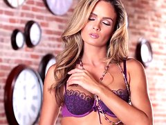 Polish sugarbabe Prinzzess having an erotic masturbation