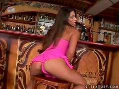 Breathtaking babe gets naughty at the bar