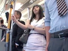 Pene pequeño - Slutty Japanese girl gets fucked in a crowded metro train