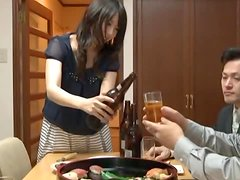 Chika Arimura doesn't mind to please a few men at a time