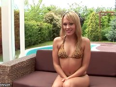 Blue Angel Fists Her Fanny Outside In The Garden