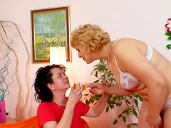 Old ladies love dildo play