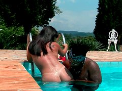 Bootyful Latin milf gets her cunt eaten in the pool