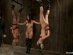 Isis Love and Mellanie Monroe get hung up. Amazing backstage scene