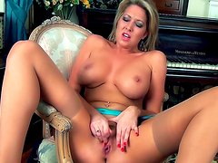 Blonde with big tits Lexi Lowe is rubbing her snatch