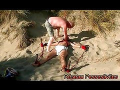 ABDL à la plage version BDSM par Freddy