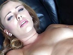 Tiana Lynn and her wet fingers