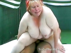 Old plump slut gets a good fuck