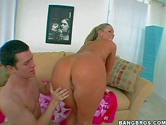 Flower Tucci is a curvy bootylicious pornstar. She poses naked