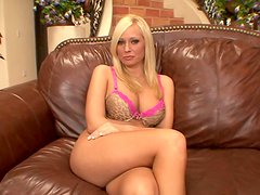 Talkative busty blondie has a strong desire to give a titfuck for cum